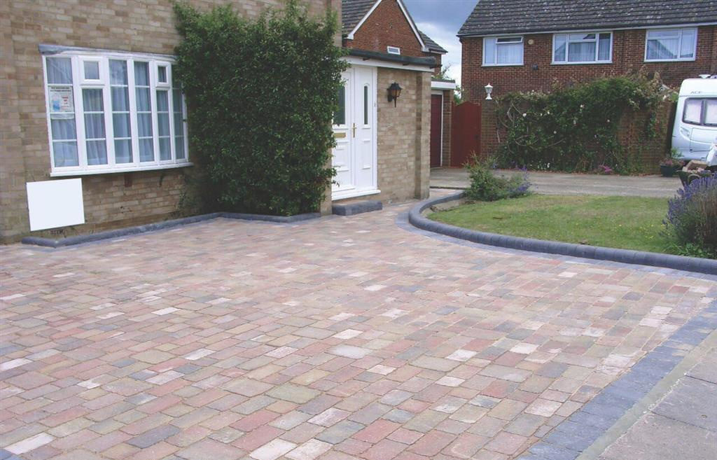 Banbury Roofing and Paving - Block Paving with Rounded Edging